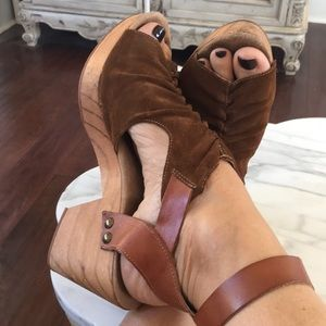 Amazing FREE PEOPLE CLOGS